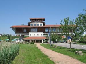 800px-Haus-der-Deutschen-Weinstrasse
